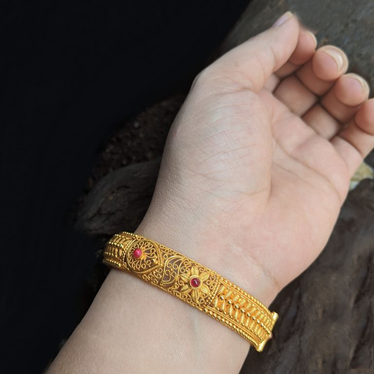 Kada - Antique Cob Ruby With Screw