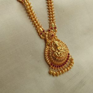 Namaste – Antique Lakshmi with Cob Ruby